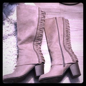 Fergie size 9 suede boots great condition